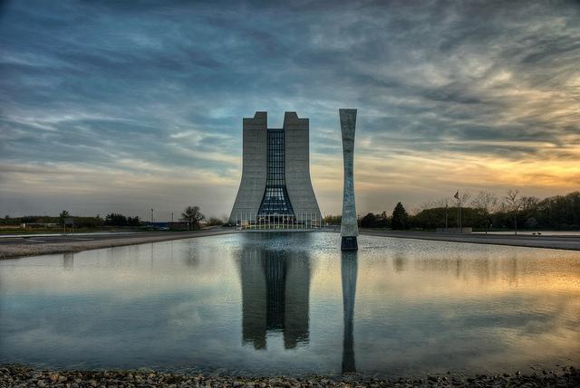 Fermilab_Building_1